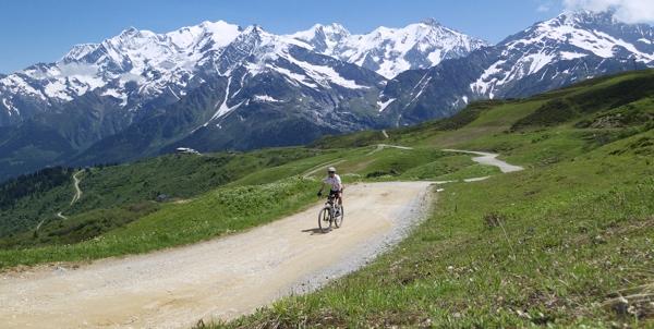 Approaching Col du Joly