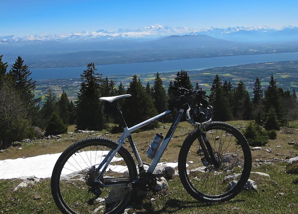 Views of Lake Léman, Geneva,  and distant Alps