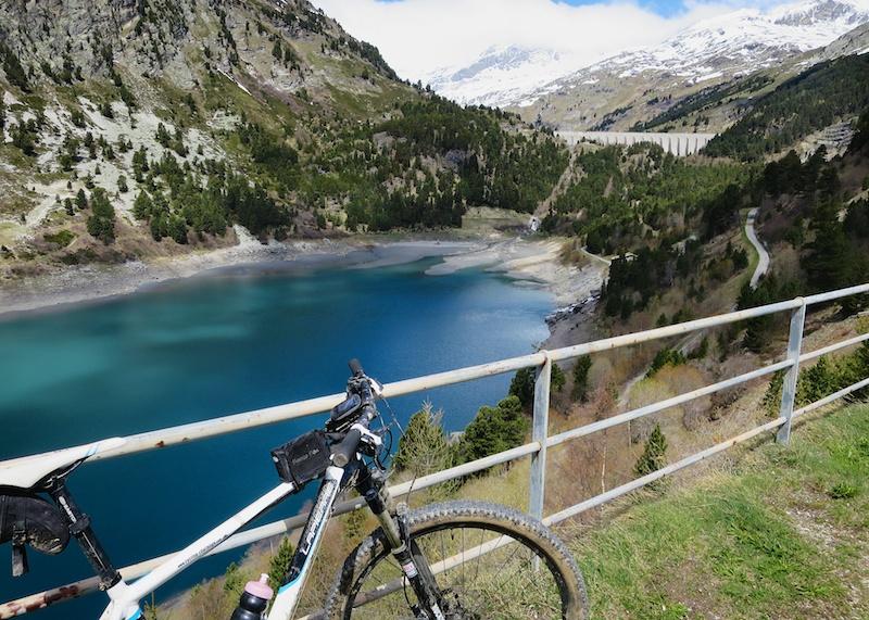 Lac Plan d'Amont. Barrage de Plan'Amont in the distance