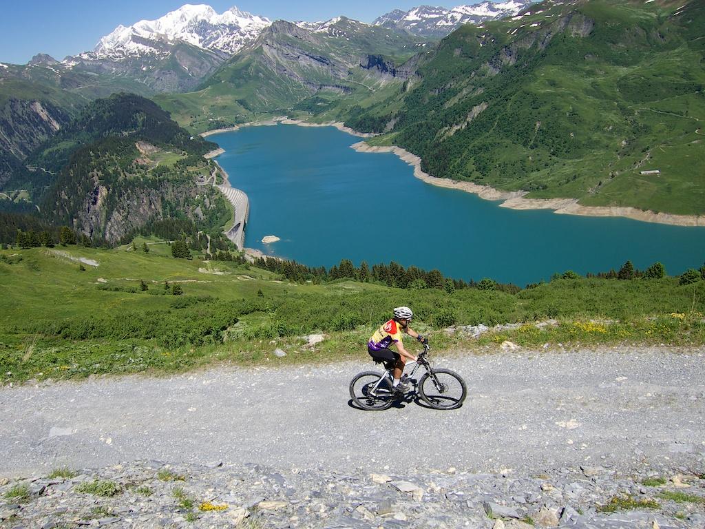 Unpaved road to Passage de la Charmette