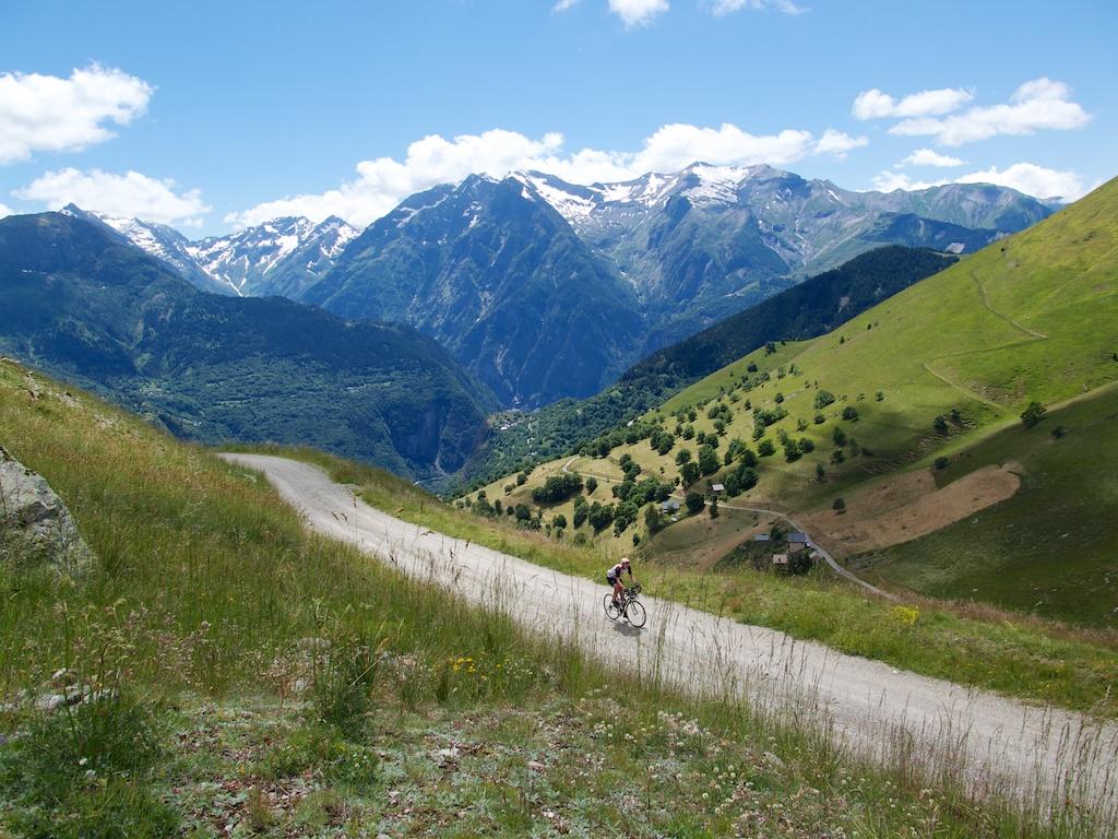 Road to Col de Cluy