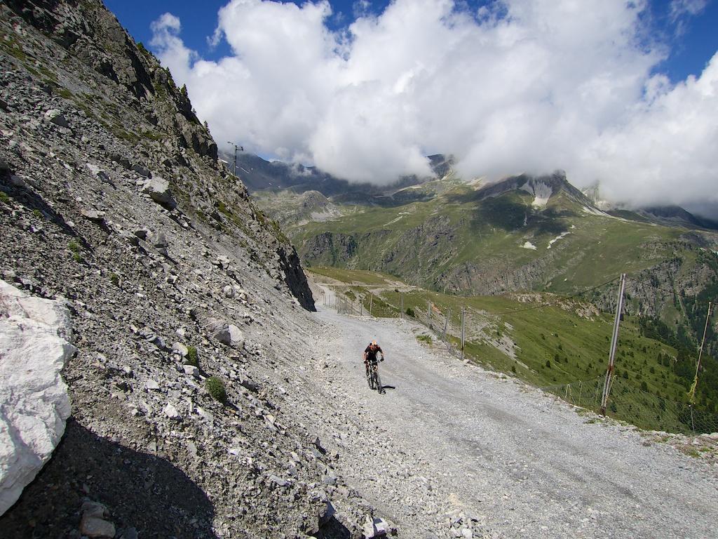 approaching Le Pas du Roc