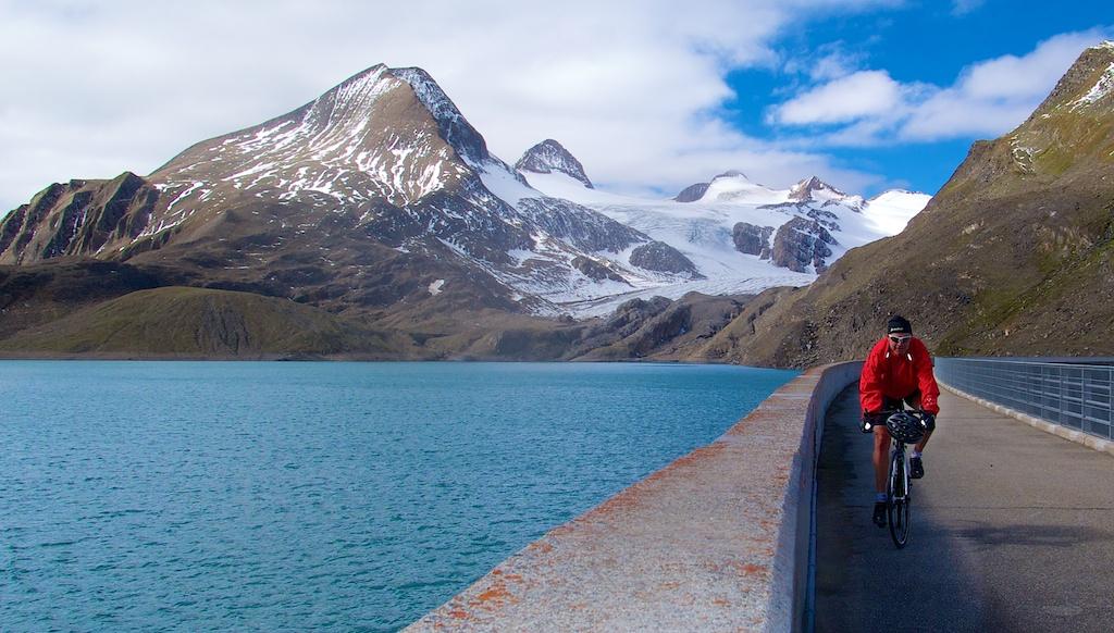 Griessee: 2386m.  Gries glacier behind.