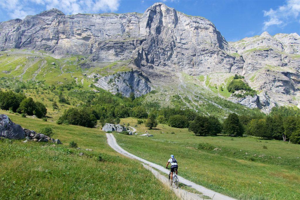 """Secret"" road to Col de Niard"
